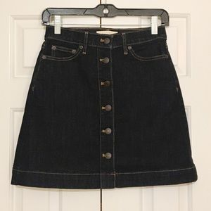 GAP denim button down skirt. 4P. EUC.